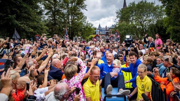 Maarten van der Weijden haalt met monsterzwemtocht 2,5 miljoen op