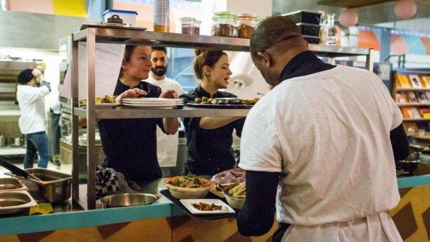 Amsterdamse hotels organiseren wervingsdag voor vluchtelingen