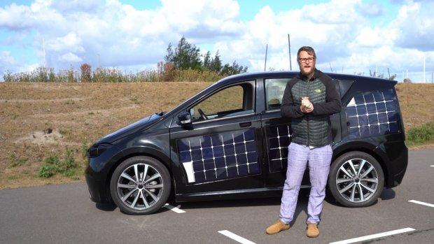 Deze elektrische auto kan rijden op zonne-energie
