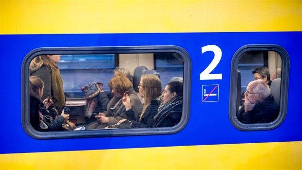Onderzoekers: werkmail lezen in de trein moet tellen als werktijd