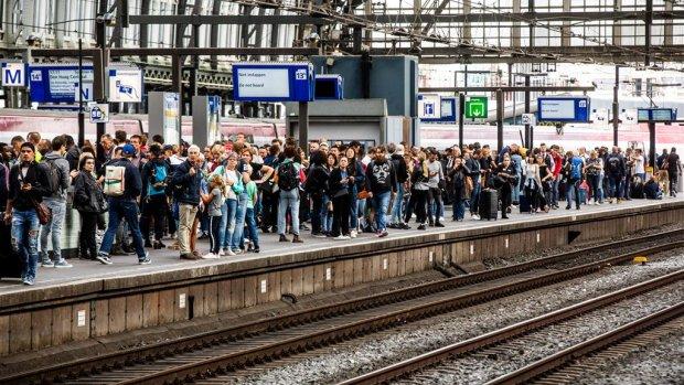 Chaos verwacht op weg en spoor: 'Werk thuis of neem vrij'