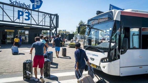 Kiss&ride bij Schiphol blijft voorlopig gratis