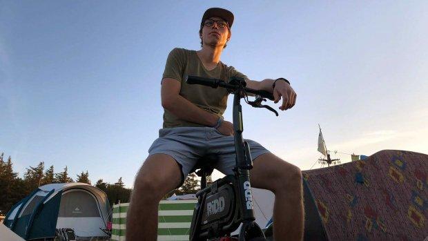 Getest: sjezen op een elektrische mini-scooter