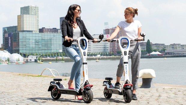 Deze elektrische steppen en e-scooters mogen wél de weg op