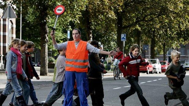 Scholen zijn verkeerschaos zat: ouders gaan zelfs op de vuist
