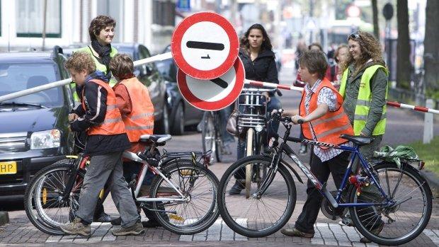 Verkeer bij scholen onveilig: 10.000 ongelukken in 3 jaar