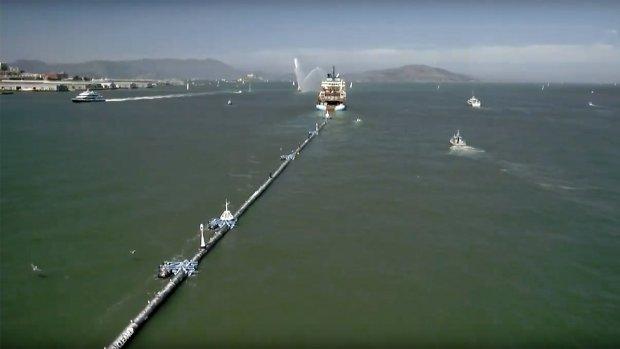 Opruimsysteem Ocean Cleanup onderweg naar Grote Oceaan