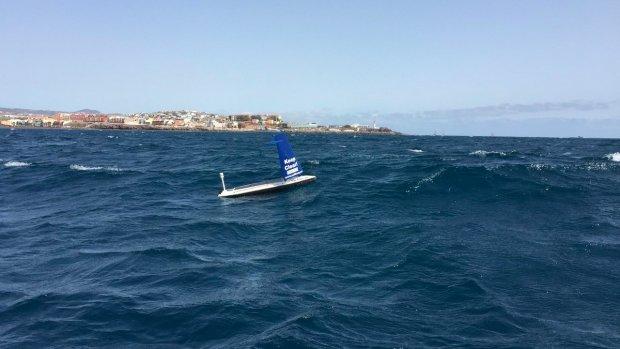 Autonoom zeilbootje steekt Atlantische Ocean over
