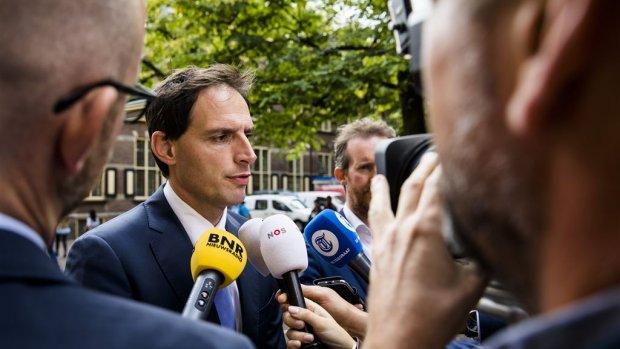 Hoekstra tevreden met vertrek Timmermans om ING-witwasaffaire