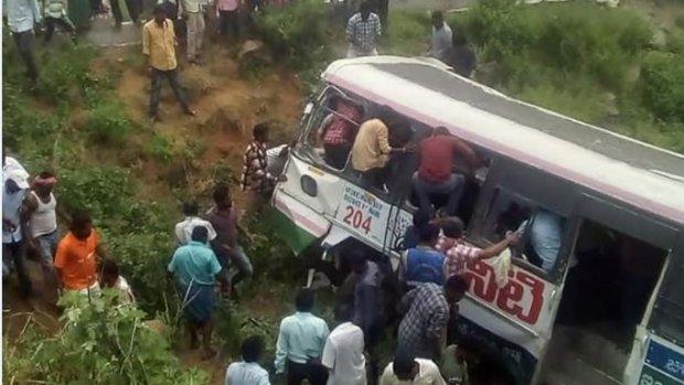 Zeker 45 doden bij busongeluk India