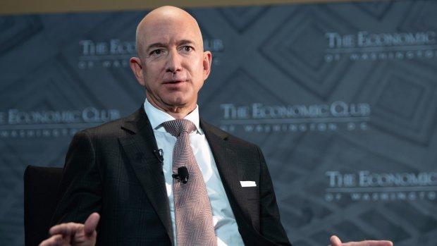 Rijkste man op aarde geeft 2 miljard dollar weg