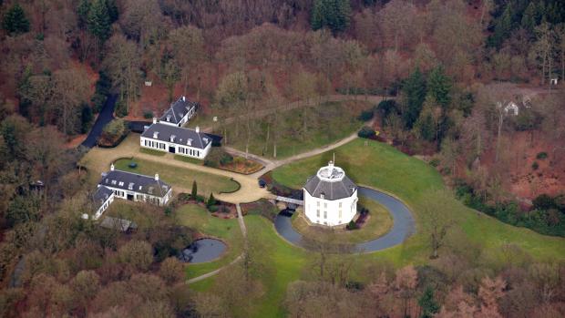 Altijd al naast prinses Beatrix willen wonen? Nu kan het