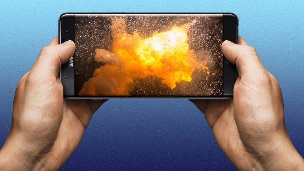 Samsung Note 9-telefoon vliegt in handtas in de fik