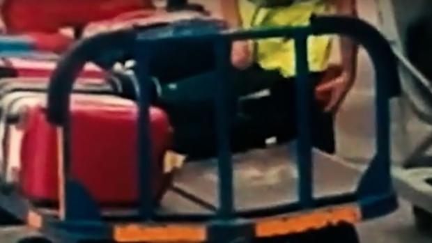 Medewerker vliegveld op heterdaad betrapt bij brutale diefstal