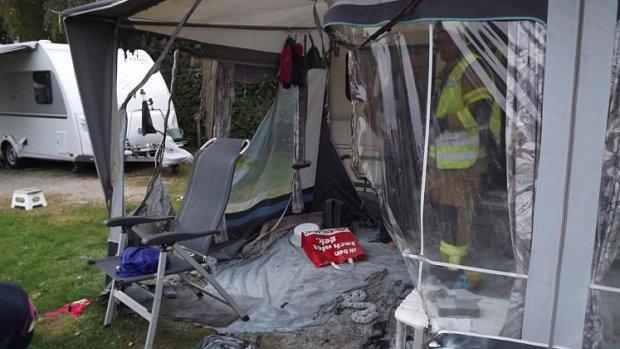 Meisje (2) krijgt brandende spiritus over zich heen op camping