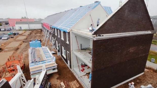 Deze huizen rollen kant-en-klaar uit de fabriek