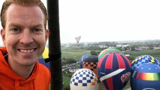 Ruzie na landing met luchtballon? Tommie geeft een fles Berenburg