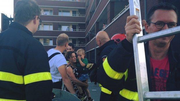 Brandweer redt weer jongetje dat vastzat in vuilcontainer