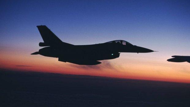 Avondvluchten met F-16's: kinderen in paniek