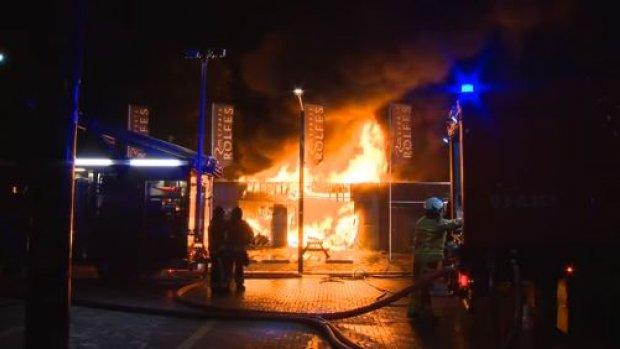 Zeer grote brand in centrum Musselkanaal, verpleeghuis ontruimd