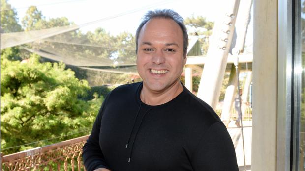 ZIEN: Frans Bauer showt eindresultaat haartransplantatie