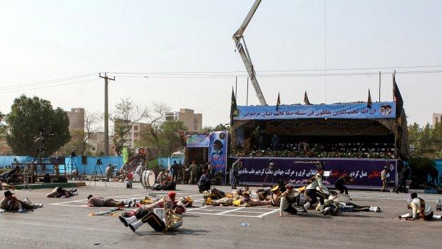 Tientallen doden en gewonden bij aanval op militaire parade Iran