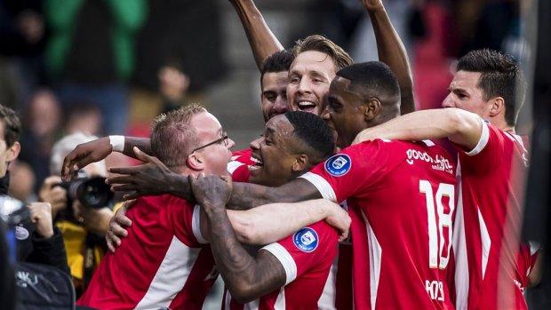 PSV wint eerste eredivisietopper: Ajax met 3-0 verslagen