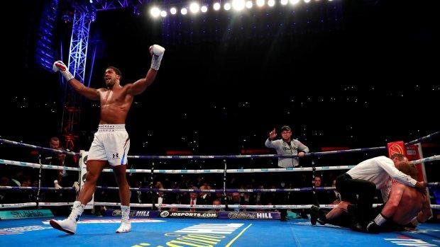 Anthony Joshua behoudt wereldtitels op Wembley