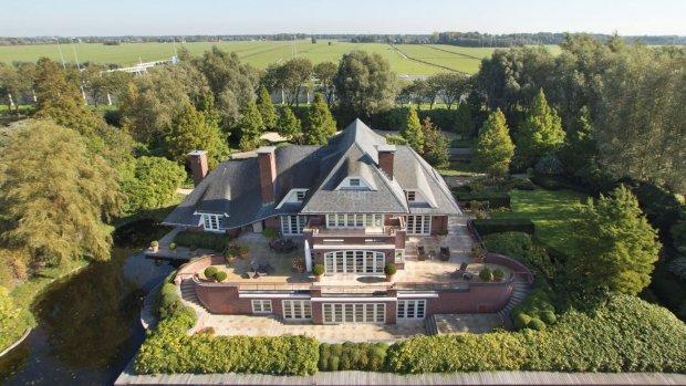 Te koop (en in prijs verlaagd): Vinkeveense TV-villa