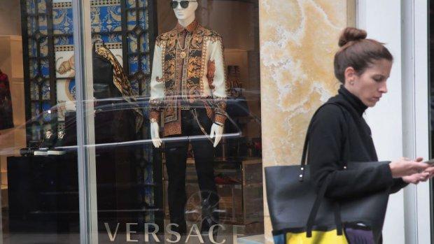 Weer grote overname in modewereld: Michael Kors koopt Versace