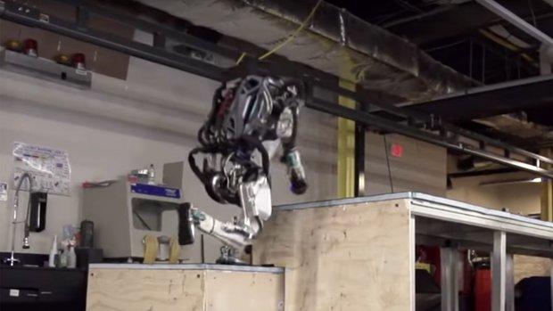 Deze robot ontpopt zich tot een freerunner