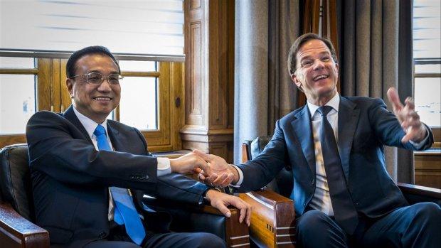 Chinese premier bezoekt Nederland, haalt handelsbanden aan