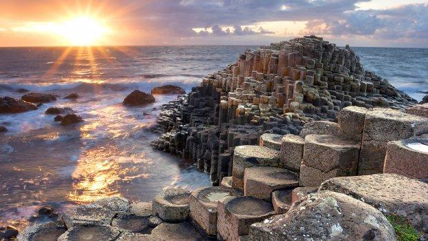 De ruige kust van Noord-Ierland