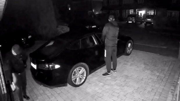 Dieven stelen Tesla door sleutel te hacken