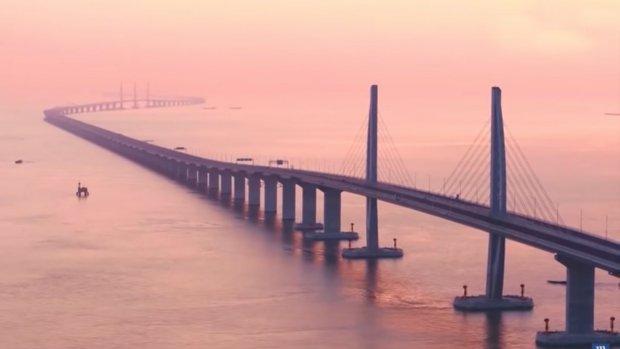 Langste zeebrug ooit verbindt Hong Kong met rest van China