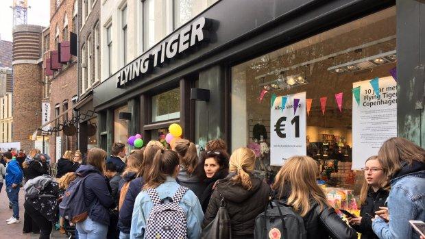 Gekkenhuis bij Flying Tiger: vandaag alles te koop voor 1 euro