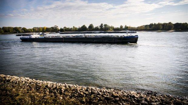 Waterpeil stijgt, havenbedrijven hopen op kwakkelwinter