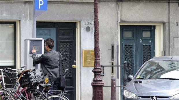 Parkeren centrum Amsterdam wordt veel duurder: 'Noodzakelijk voor de stad'
