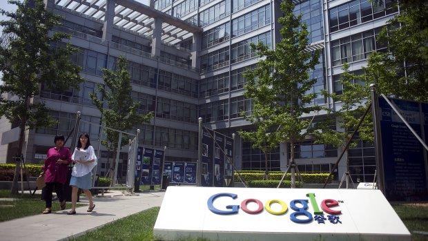 Honderden Google-werknemers lopen uit protest de deur uit
