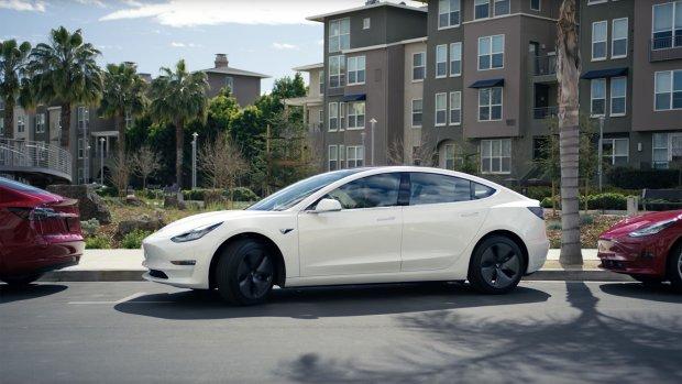 Tesla's vinden zelf parkeerplek en parkeren zichzelf
