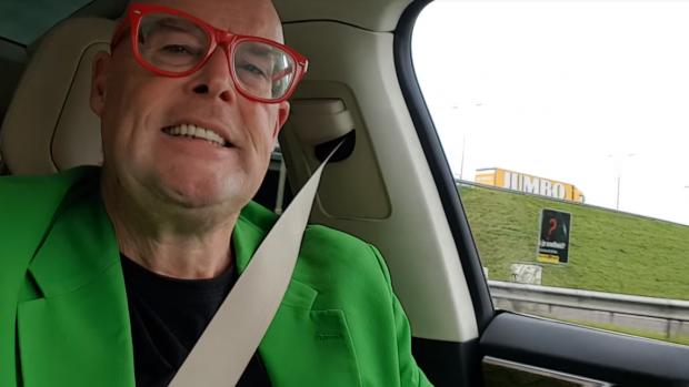 Op je telefoon in een zelfrijdende auto? 'De wet loopt achter'