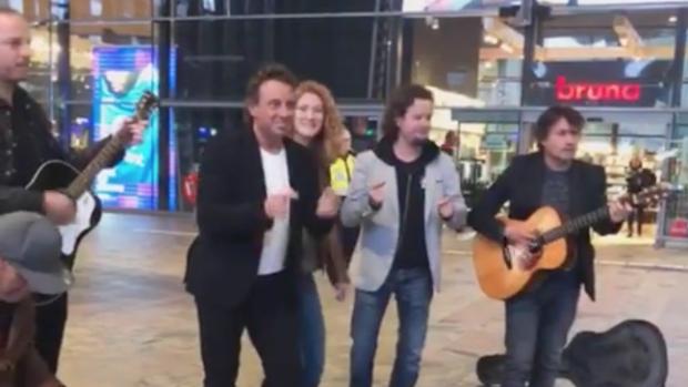 Marco Borsato geeft verrassingsoptreden in Rotterdam
