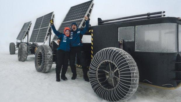 Over de Zuidpool in een zonnewagen van afvalplastic