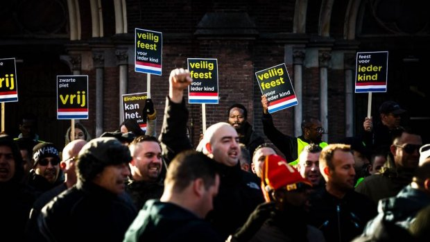 Protesten rond intocht Sinterklaas lopen in diverse steden uit...