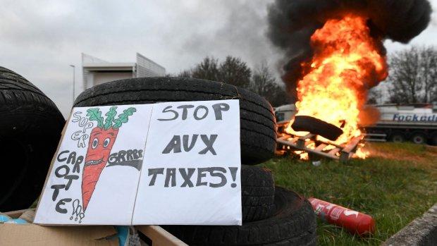 Vrouw rijdt op weg naar ziekenhuis Franse demonstrant dood