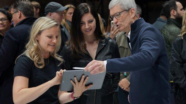 Apple-ceo Tim Cook verdedigt deal met Google