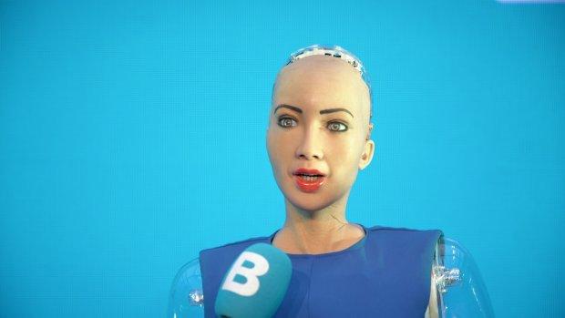 Kleine versie robot Sophia in 2019 op de markt