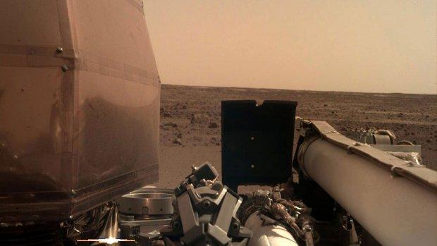 Hallo Mars! Ruimterobot stuurt eerste scherpe foto vanaf planeet