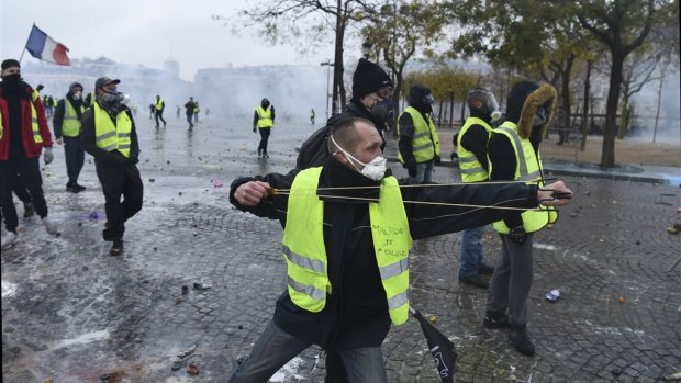 Franse regering komt gele hesjes beetje tegemoet