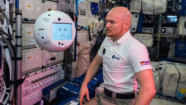 Robotassistent aan boord van ISS vindt astronaut 'gemeen'